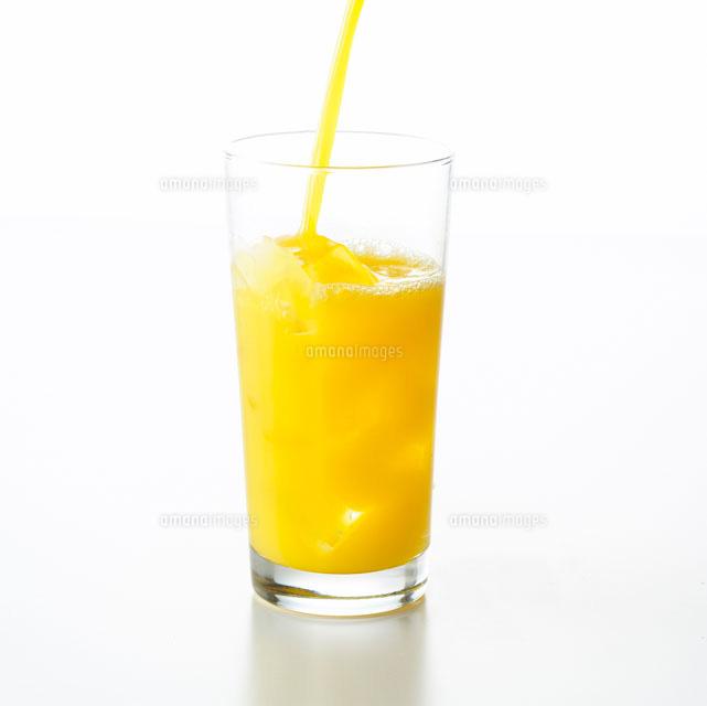 オレンジジュースを注ぐ[10214000372]| 写真素材・ストックフォト ...