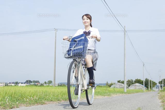 自転車の 自転車 登録 料金 : 自転車通学する女子高校生 ...