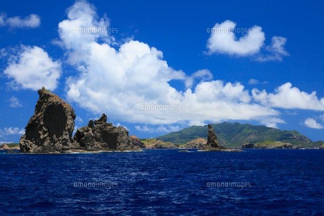 小笠原諸島母島列島 姉島の無名磯とローソク岩から母島を望む