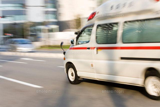 走る救急車[10172001514]  写真素材・ストックフォト・画像 ...